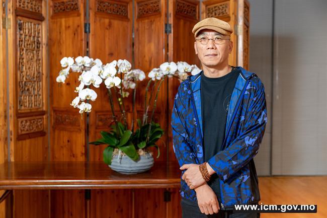 20190524090741_02-第三十届澳门艺术节《二  马》传媒见面会-导演方旭