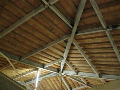 2002年已將屋頂改為鋼結構