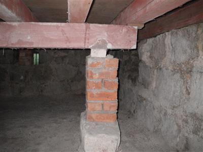 現建築的底層仍保留架空層用以通風防白蟻