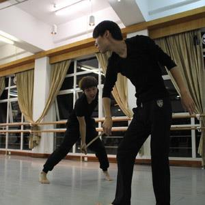 演院澳門青年劇團公演新作《狼狽行動》<BR>無障礙體驗場促藝術共融