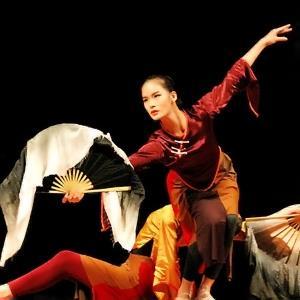 舞校教業聯袂 同台獻演舞蹈